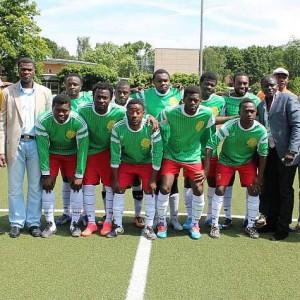 Team Kamerun u.a. mit (v.l.n.r.) Herr Kolbe, Herr Ture, Herr Yacoubou (rechts)