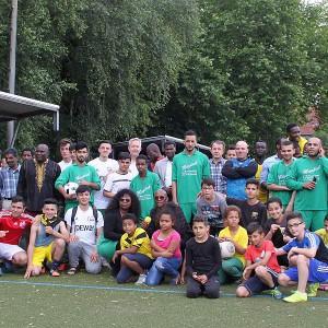 Team Algerien – Kamerun beim Anstoß